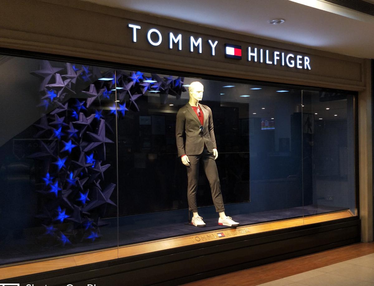 TOMMY HILFIGER WINDOW DISPLAY